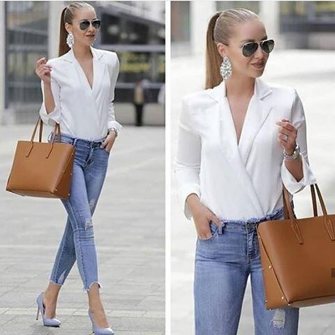 2019 Sokak Modasının En Şık Kıyafet Kombinleri Mavi Skinny Pantolon Beyaz Kruvaze Yaka Gömlek Mavi Stiletto Ayakkabı