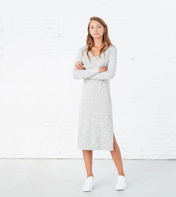 2019 Uzun Triko Elbise Kombinleri Gri Midi V Yakalı Yandan Yırtmaçlı Elbise Beyaz Sneaker Spor Ayakkabı