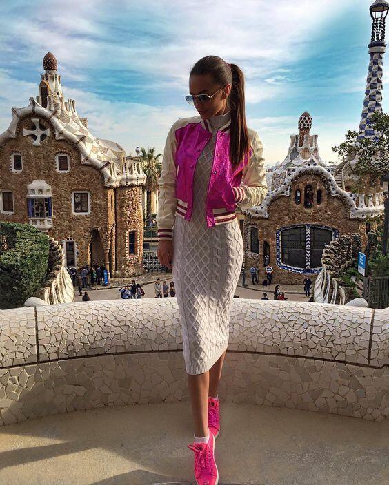2019 Uzun Triko Elbise Kombinleri Krem Midi Boğazlı Elbise Pembe Kısa Ceket Pembe Spor Ayakkabı