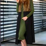 2019 Uzun Yelek Kombinleri Yeşil Midi Triko Elbise Siyah Yakası Kürklü Yelek Siyah Topuklu Bot