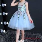 2019 Çocuk Abiye Modelleri Mavi Kısa Kolsuz İşlemeli Tül Etekli