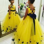 2019 Çocuk Abiye Modelleri Sarı Uzun Kolsuz Belinden Kurdela Bağcıklı Kelebek İşlemeli