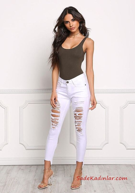 2019 Şık Kombinler Beyaz Skinny Yırtık Pantolon Yeşil Askılı Bluz Şeffaf Topuklu Ayakkabı