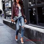 2021 Şık Kombinler Mavi Yırtık Yüksel Bel Pantolon Gri Bluz Bordo Deri Ceket Gri Stiletto Ayakkabı