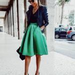 2021 Şık Kombinler Yeşil Dizboyu Klş Etek Sşyah Bluz Lacivert Deri Ceket Leopar Desenli Stiletto Ayakkabı