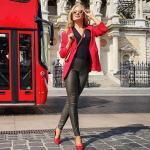 2021 Şık Bayan Kıyafet Kombinleri Siyah Deri Pantolon Siyah V Yaka Bluz Kırmızı Ceket Kırmızı Topuklu Ayakkabı