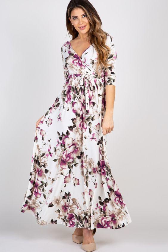 2020 Yazlık Elbise Modelleri Beyaz Uzun V Yaka Kloş Etekli Uzun Kol Çiçek Desenli Krem Topuklu Ayakkabı