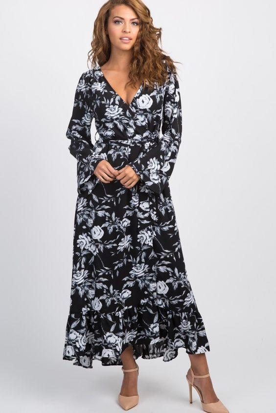 2020 Yazlık Elbise Modelleri Siyah Uzun V Yaka Uzun Kol Kloş Etekli Çiçek Desenli Krem Stiletto Ayakkabı
