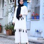 2019 Şık Tesettür Kombinleri Beyaz Bol Paça Pantolon Beyaz Uzun Püsküllü Tunik Siyah Topuklu Ayakkabı