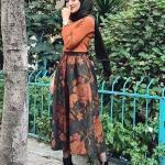2019 Şık Tesettür Kombinleri Siyah Uzun Desenli Etek Tarçın Kazak Siyah Deri Topuklu Bot