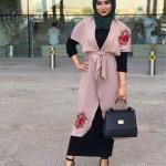 2019 Şık Tesettür Kombinleri Siyah Uzun Elbise Pembe Nakışlı Uzun Ceket Gri Babet Ayakkabı