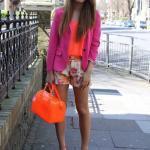 Bayanlar İçin Yazlık Kombinler Beyaz Kısa Çiçekli Şort Neon Turuncu Bluz Pembe Ceket Neon TUruncu Stiletto Ayakkabı