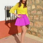 Bayanlar İçin Yazlık Kombinler Mor Kısa Kloş Etek Sarı Uzun Kol Gömlek Sarı Stiletto Ayakkabı