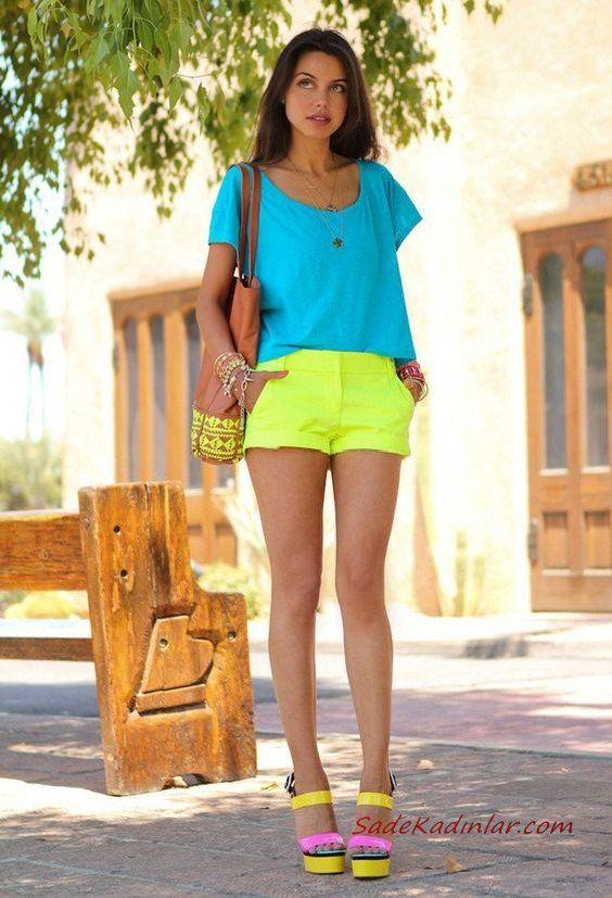 2019 Yazlık Kombinler Neon Sarı Kısa Şort Mavı Kısa Kol Bluz Pembe Topuklu Ayakkabı