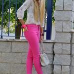 Bayanlar İçin Yazlık Kombinler Pembe Skinny Pantolon Krem Çiçekli Şifon Gölek Vizon Topuklu Ayakkabı