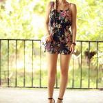 Çiçek Desenli Bayan Tulum Modelleri Siyah Askılı V Yakalı Çiçek Desenli Siyah Stiletto Ayakkabı