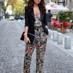 Çiçek Desenli Bayan Tulum Modelleri Siyah V Yakalı Çiçek Desenli Siyah Ceket Bordo Babet Ayakkabı