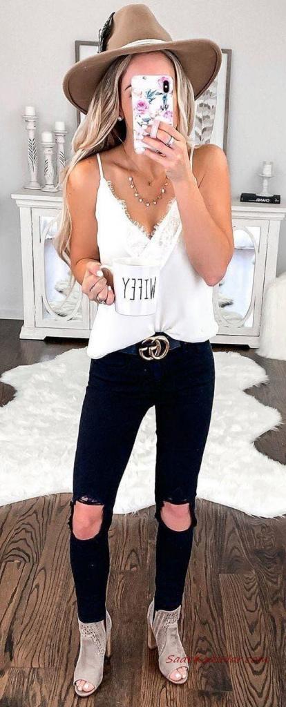 2020 İlkbahar Yaz Kombinleri Siyah Yırtık Kot Pantolon Beyaz Askılı Bluz Vizon Nubuk Topuklu Kısa Bot