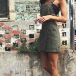 2020 İlkbahar Yaz Kombinleri Yeşil Kısa Askılı Elbise Siyah Büstiyer Beyaz Converse Spor Ayakkabı