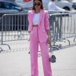 2019 Bayan Takım Elbise Kombinleri Pembe Bol Kesim Pantolon Beyaz Büstiyer Pembe Uzun Ceket Gri Stiletto ve El Çantası
