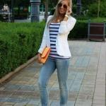 2019 Bayan Spor Kombinler Mavi Kot Pantolon Beyaz Çizgili Bluz Kısa Ceket Spor Ayakkabı