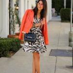 2019 Turuncu Kıyafet Kombinleri Siyah Kısa Askılı Desenli Elbise Turuncu Deri Ceket Vizon Stiletto Ayakkabı
