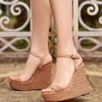 2019 Yazlık Ayakkabı Modelleri Kahverengi Dolgu Topuk Tokalı