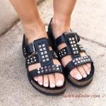 2019 Yazlık Ayakkabı Modelleri Siyah Çivili Sandalet