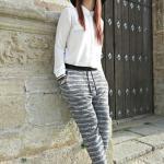 2020 Şalvar Pantolon Kombinleri Gri Desenli Pantolon Beyaz Uzun Kollu Bluz Siyah Stiletto Ayakkabı