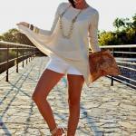2019 Şort Kombinleri Beyaz Kısa Şort Krem Uzun Kollu Bluz Beyaz Sandalet Ayakkabı