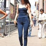 2019 Kendall Jenner Günlük Kombinler Lacivert Skinny Jean Straplez Kalp Yaka Kot Büstiyer Siyah Stiletto Ayakkabı