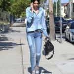 2019 Kendall Jenner Günlük Kombinler Mavi Skinny Jean Uzun Kollu Kot Gömlek Gri Babet Ayakkabı