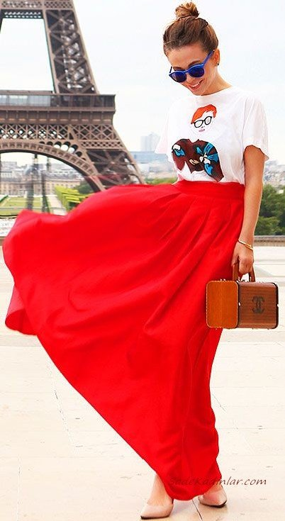 2019 Uzun Etek Kombinleri Kırmızı Kloş Etek Beyaz Kısa Kollu Baskılı Tişört Nüde Rengi Stiletto Ayakkabı Kahverengi El Çantası