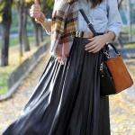 2019 Uzun Etek Kombinleri Siyah Kloş Kemerli Etek Mavi Uzun Kollu Kot Gömlek Desenli Şal Taba Babet Ayakkabı Omuz Çantası