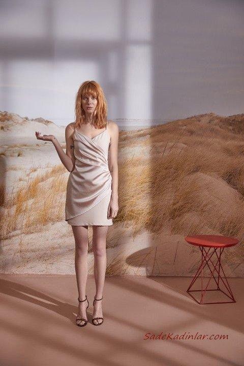 2019 Yazlık Elbise Modelleri Krem Kısa İp Askılı V Yakalı