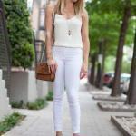 2019 Yazlık Kombinler Beyaz Kot Pantolon Krem Askılı Bluz Taba Dolgu Topuk Ayakkabı ve Omuz Çantası
