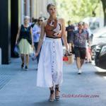 2019 Yazlık Kombinler Beyaz Uzun Düğmeli Etek Kahverengi Halter Yaka Desenli Bluz Mavi Sandalet Ayakkabı