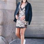 2019 Yazlık Kombinler Krem Mini Askılı V Yakalı Desenli Elbise Siyah Bomber Ceket Beyaz Sandalet Ayakkabı