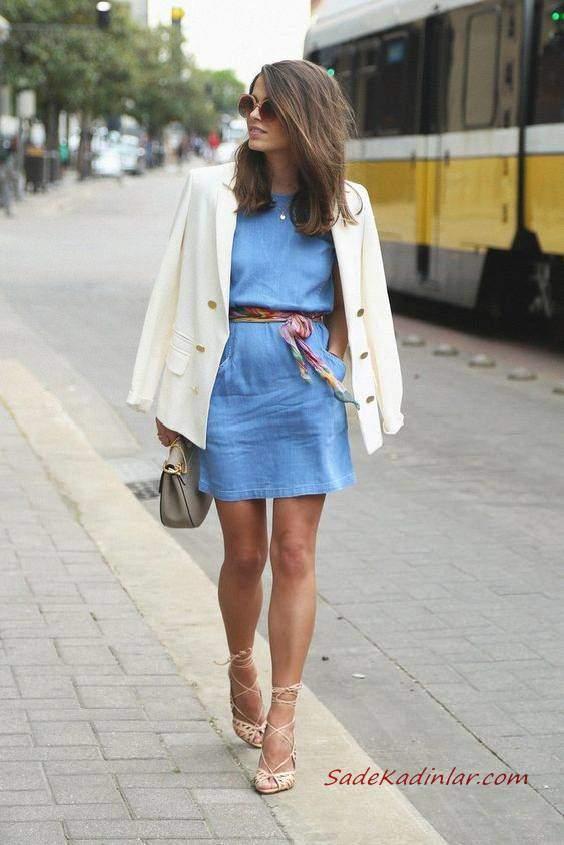 2019 Yazlık Kombinler Mavi Mini Cepli Elbise Beyaz Ceket Krem Bağcıklı Sandalet Ayakkabı Gri El Çantası