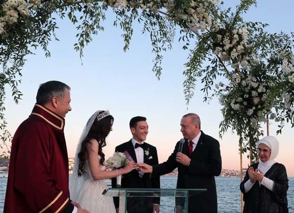 Mesut Özil Amine Gülşe