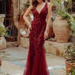 2020 En Trend Gece Elbiseleri ve Şık Abiyeler Bordo Uzun Askılı Derin V Yakalı Boncuk İşlemeli