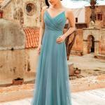 2020 En Trend Gece Elbiseleri ve Şık Abiyeler Yeşil Uzun Askılı V Yakalı Tül Etekli