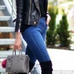 2020 En Trend Kış Kombinleri Lacviert Kot Pantolon Siyah Boğazlı Kazak Kısa Deri Ceket Topuklu Uzun Çorap Çizme