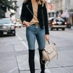 2020 En Trend Kış Kombinleri Mavi Kot Pantolon Kahverengi Kazak Siyah Kısa Ceket Uzun Nubuk Çizme