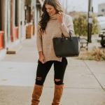 2020 En Trend Kış Kombinleri Siyah Yırtık Kot Pantolon Kahverengi Boğazlı Kazak Taba Uzun Çizme