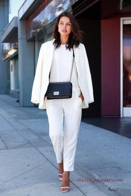 2020 Beyaz Kıyafet Kombinleri Beyaz Cepli Pantolon Bluz Uzun Ceket Stiletto Ayakkabı Siyah Omuz Çantası