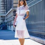 2020 Beyaz Kıyafet Kombinleri Beyaz Midi Kısa Kollu Cepli Fistolu Elbise Gümüş Topuklu Ayakkabı