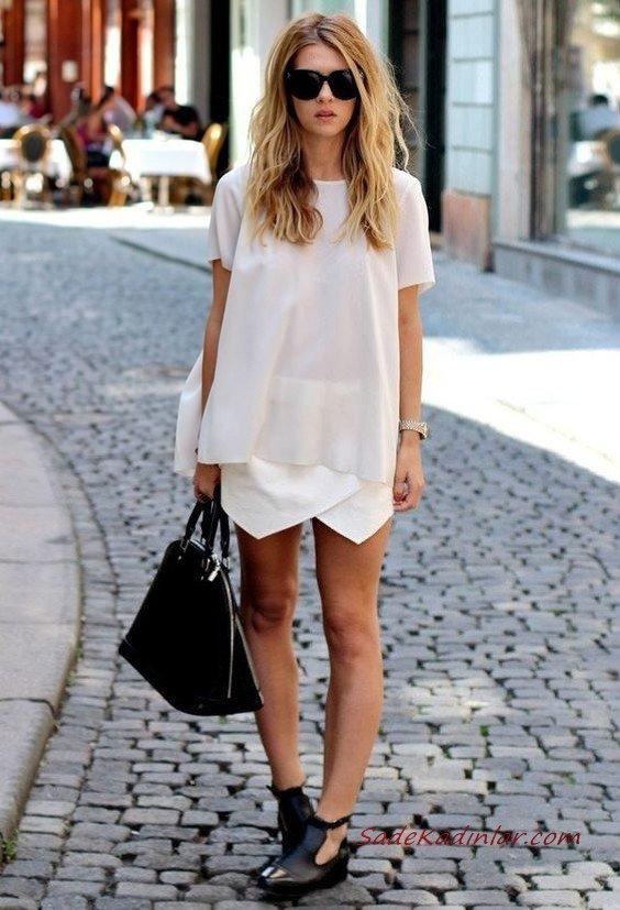2020 Beyaz Kıyafet Kombinleri Beyaz Mini Asimetrik Etek Kısa Kollu Bluz Siyah Ayakkabı ve El Çantası