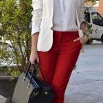 2020 En Şık İş Kıyafetleri Kırmızı Pantolon Beyaz Gömlek Krem Blazer Ceket Siyah Babet Ayakkabı