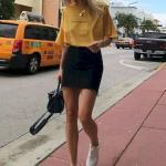 2020 Etek Bluz Kombinleri Siyah Mini Kot Etek Sarı Kısa Kollu Bluz Beyaz Spor Ayakkabı